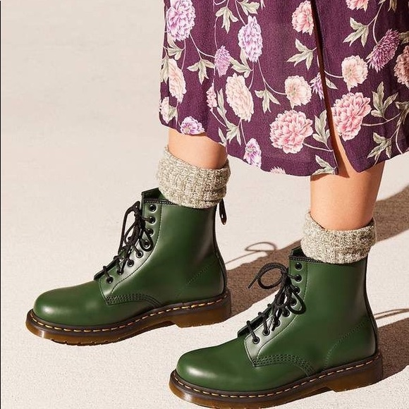 Dr. Martens // 1460 Green Smooth Leather Boot